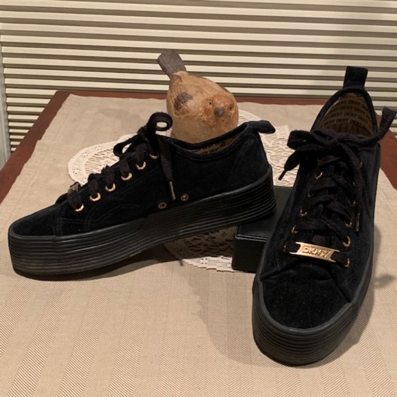 Dkny Vintage 9s Black Velvet Platform